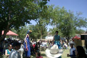 Fiesta 2008 - stilt-walkers in the park