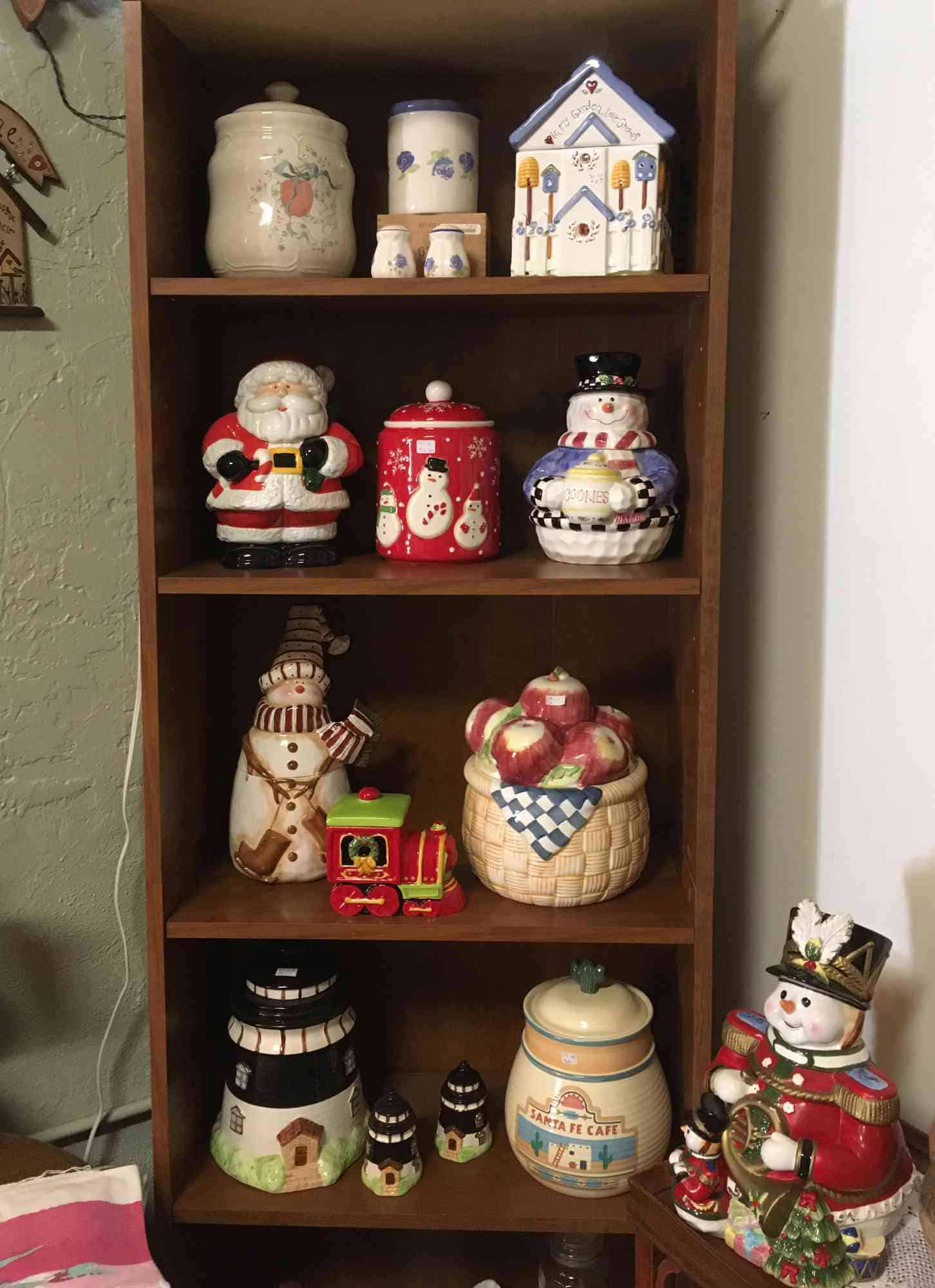 cookie jars - A Touch of Yesterday - a collector's paradise
